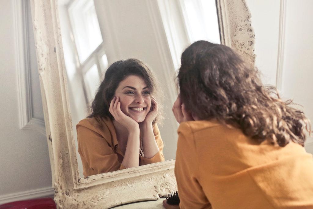 Vaja z ogledalom po Luis L. Hay